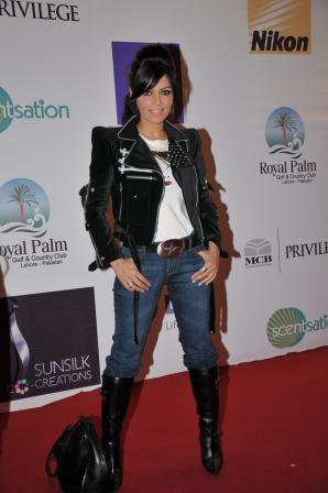 hadiqa-kiyani-pfdc-fashion-week-day-3-red-carpet