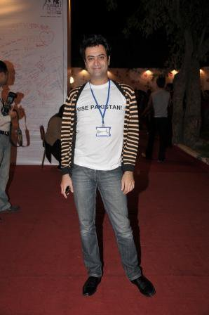 kamiar-rokni-at-pfdc-fashion-week-day-3-red-carpet