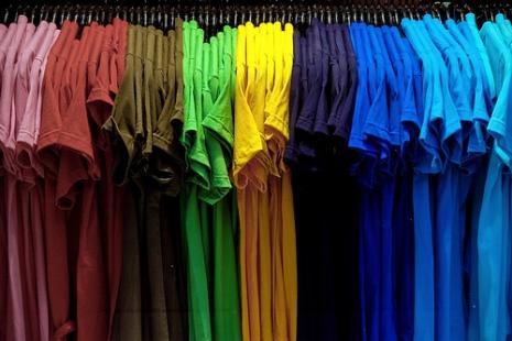 http://www.rewaj.com/wp-content/uploads/2011/02/Mens-Fashion-Buying-TShirts.jpg