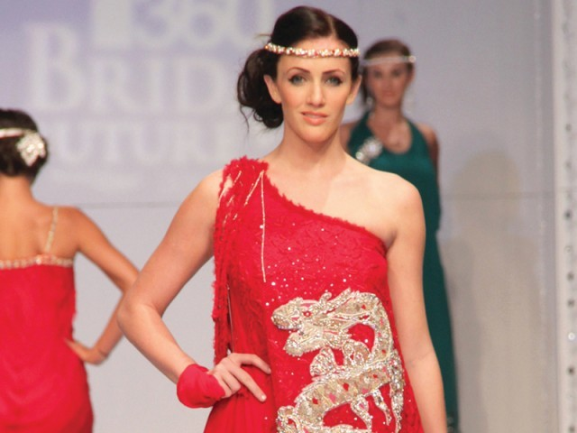 Ayesha and Somiaya at Bridal couture week 2011