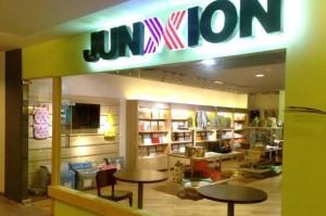 Junxion Lawn Charmed No One