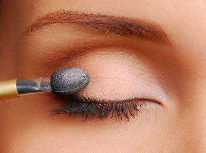 How To Put On Eyeshadow