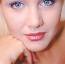 How to Do Your Eye Makeup for Blue-Eyed Girls  Read more: How to Do Your Eye Makeup for Blue-Eyed Girls