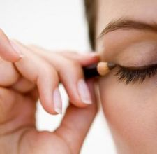 How to Prevent Eyeliner From Running
