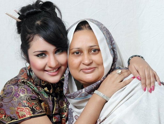 Sara Raza Khan and her mom