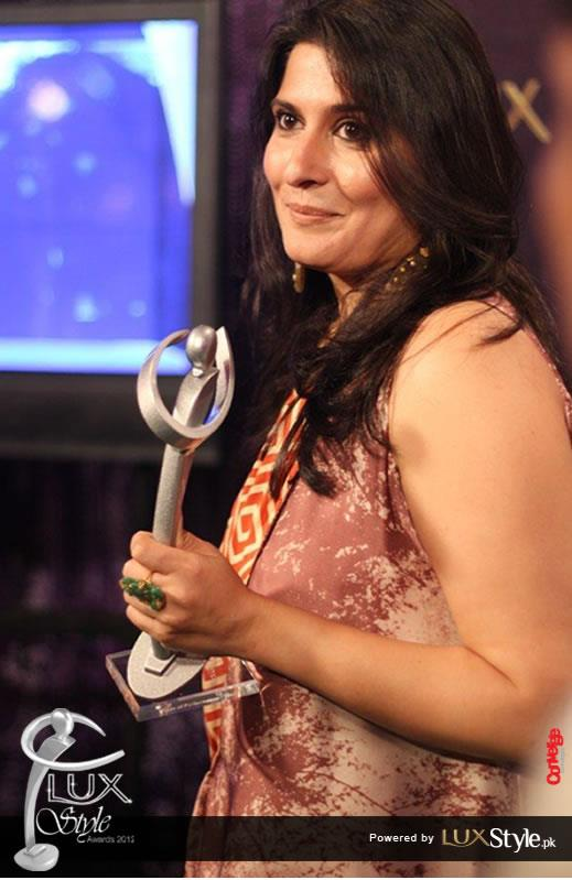 Sharmeen Obaid Chinoy at Lux Style awards 2012