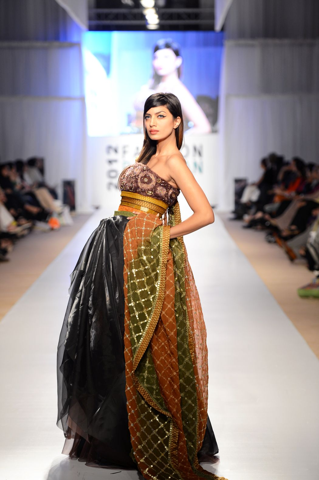 Buy Sheikh Amna wear nargis hafeez dresses pictures pictures trends